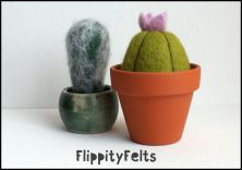 The great thing about felted pincushions is that you can use them again and again without any degradation of the surface/